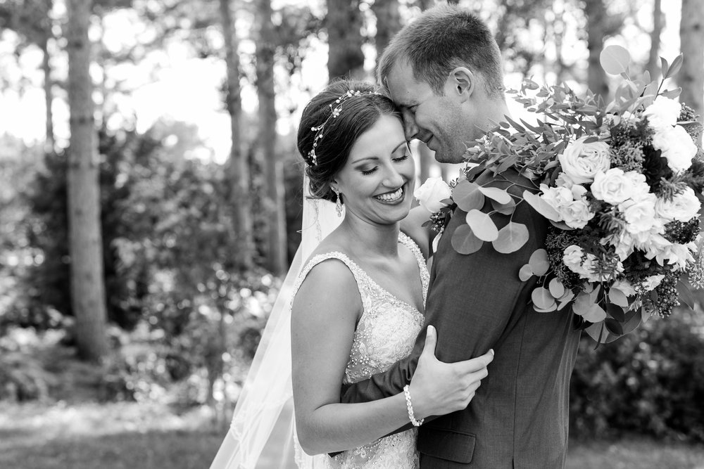 AmberLangerudPhotography_Perham Lakeside Golf Course Wedding_2827.jpg