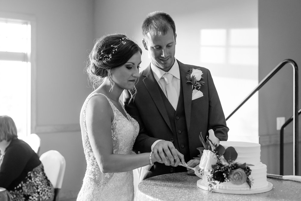 AmberLangerudPhotography_Perham Lakeside Golf Course Wedding_2887.jpg