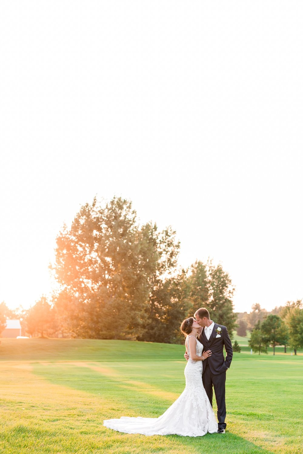 AmberLangerudPhotography_Perham Lakeside Golf Course Wedding_2888.jpg