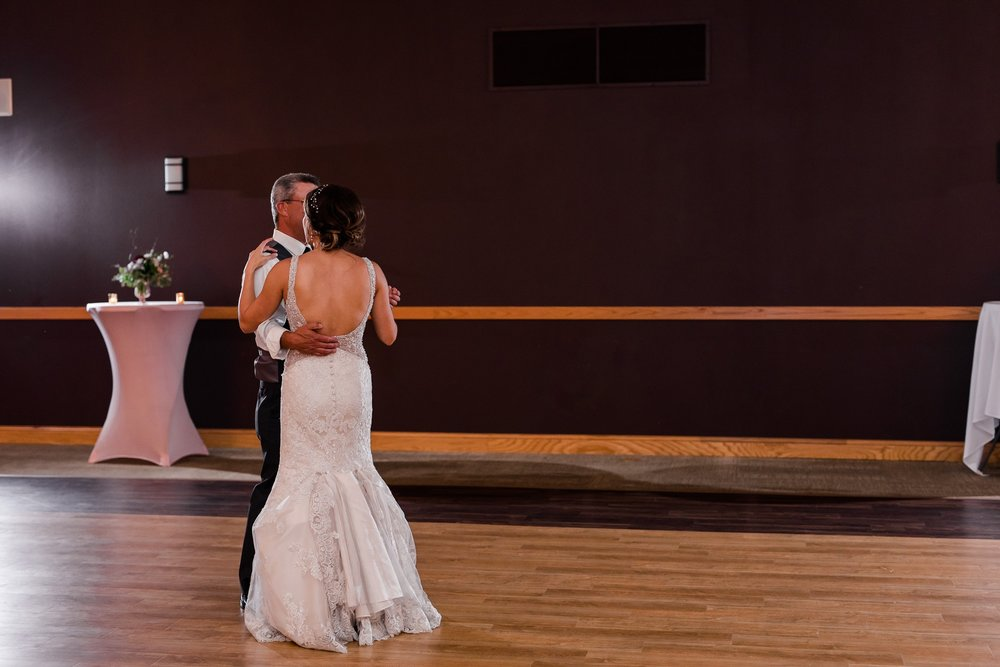 AmberLangerudPhotography_Perham Lakeside Golf Course Wedding_2909.jpg