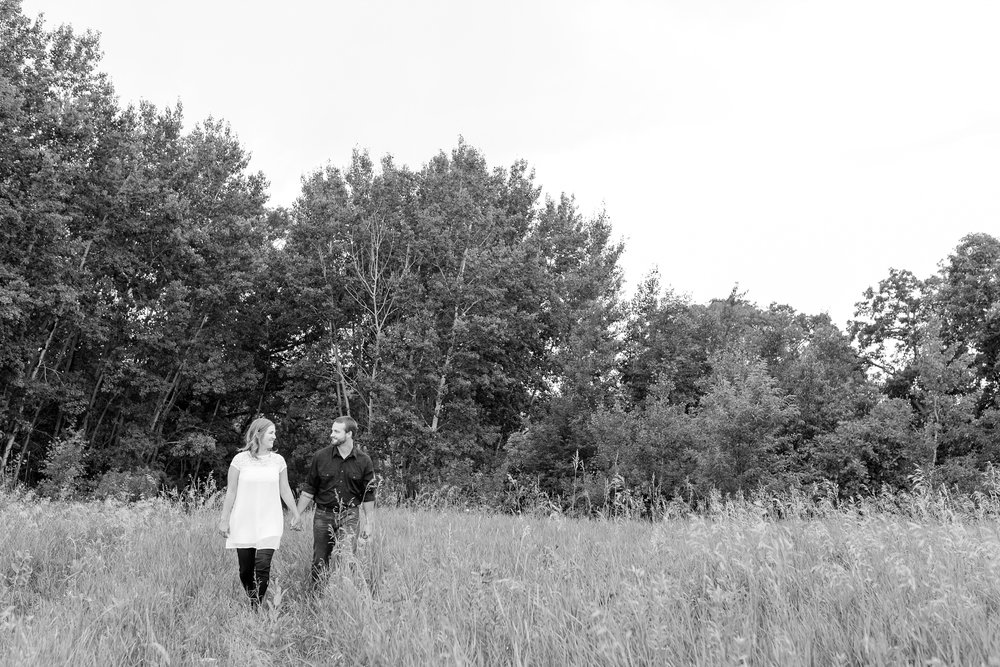 AmberLangerudPhotography_Countryside Engagement Session in Minnesota_3090.jpg