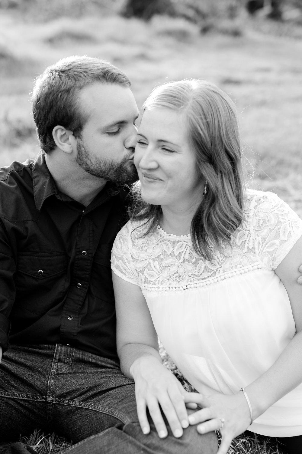 AmberLangerudPhotography_Countryside Engagement Session in Minnesota_3101.jpg