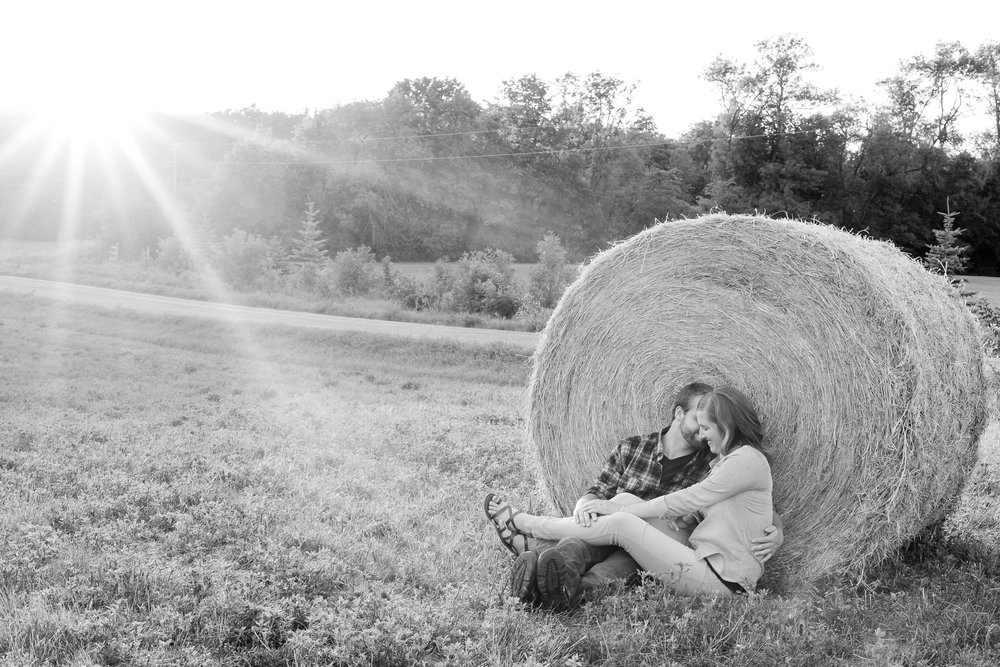 AmberLangerudPhotography_Countryside Engagement Session in Minnesota_3122.jpg