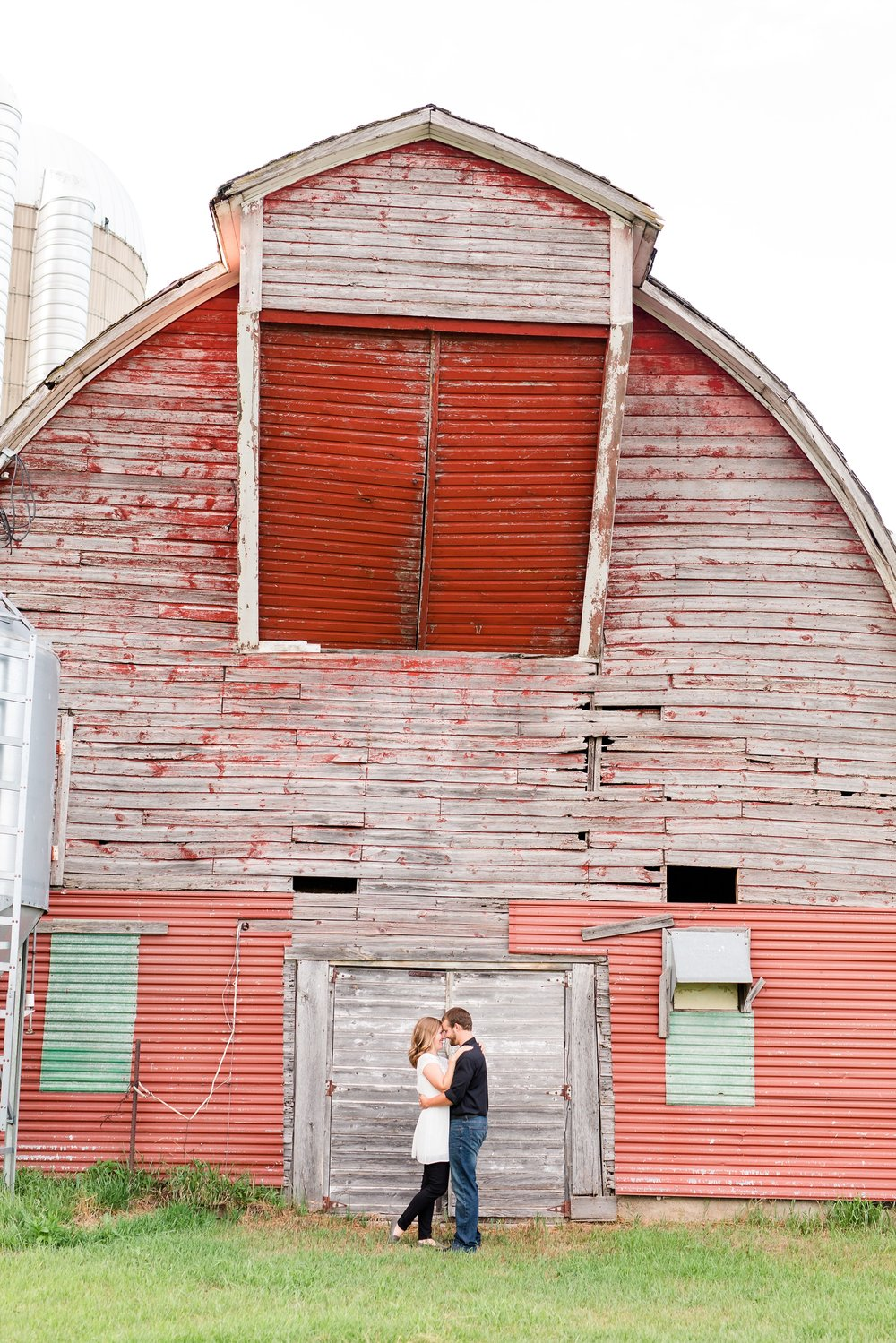 AmberLangerudPhotography_Countryside Engagement Session in Minnesota_3118.jpg