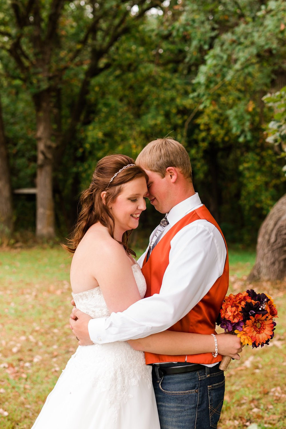 Amber Langerud_Lake Park MN Barn wedding at the Hitching Post_0411.jpg