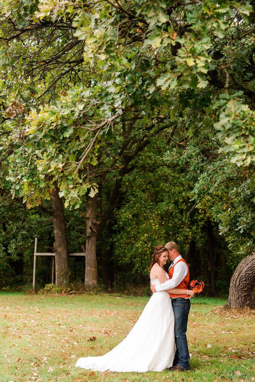 Amber Langerud_Lake Park MN Barn wedding at the Hitching Post_0410.jpg