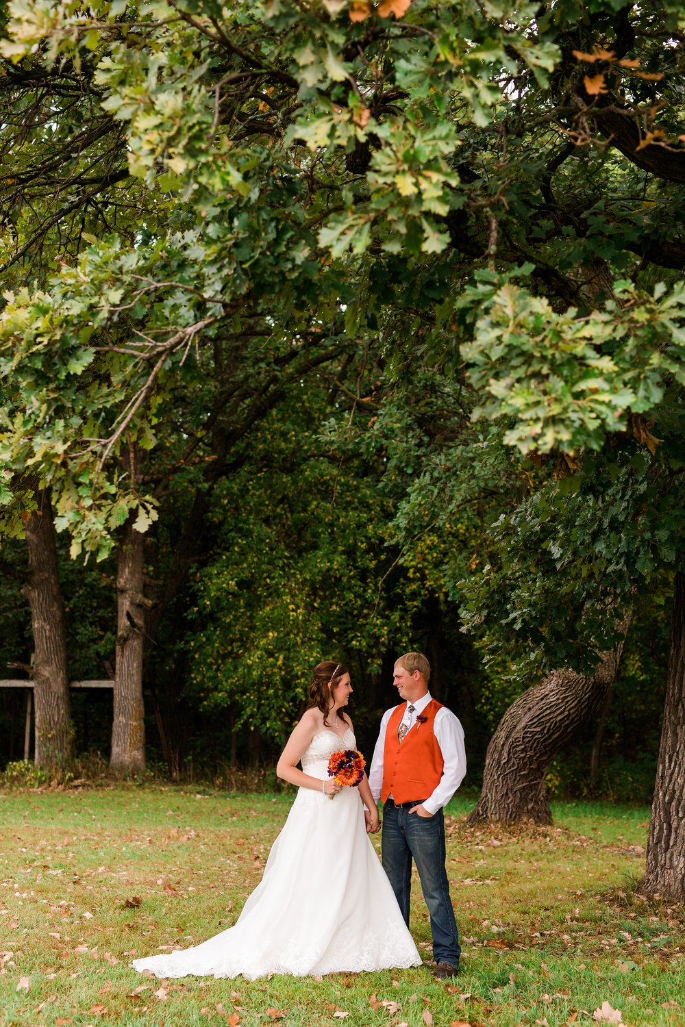 Amber Langerud_Lake Park MN Barn wedding at the Hitching Post_0413.jpg