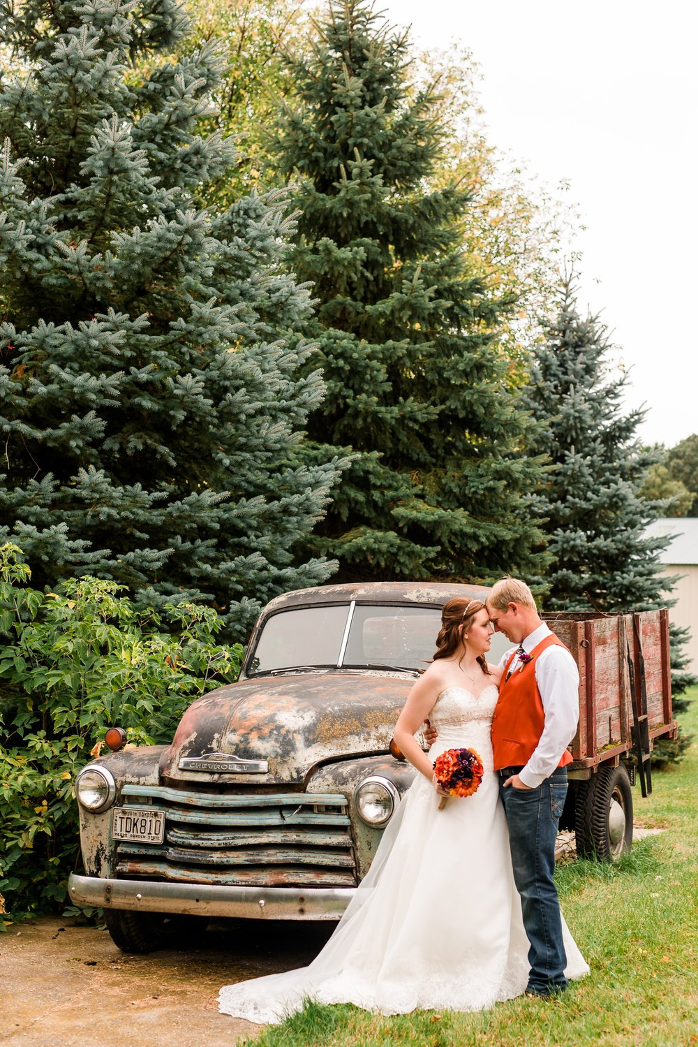 Amber Langerud_Lake Park MN Barn wedding at the Hitching Post_0420.jpg
