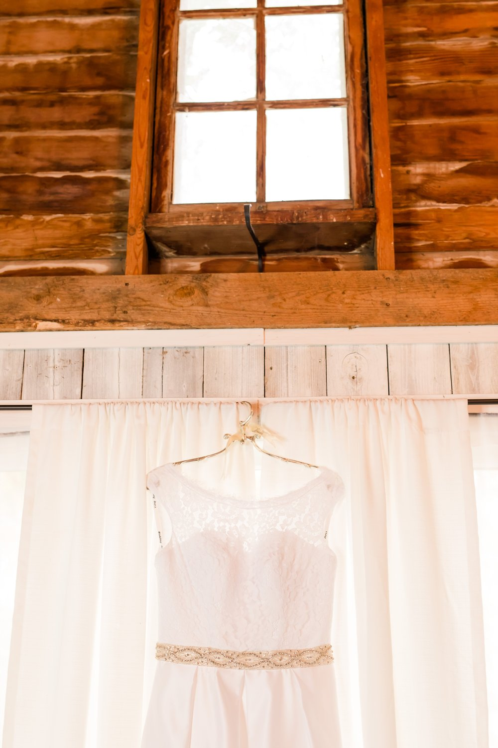 AmberLangerudPhotography_Fall, Barn At Dunvilla Wedding with outdoor ceremony_3279.jpg