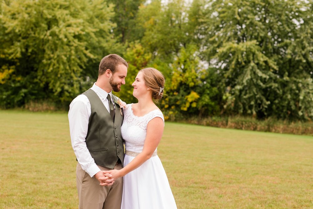 AmberLangerudPhotography_Fall, Barn At Dunvilla Wedding with outdoor ceremony_3291.jpg