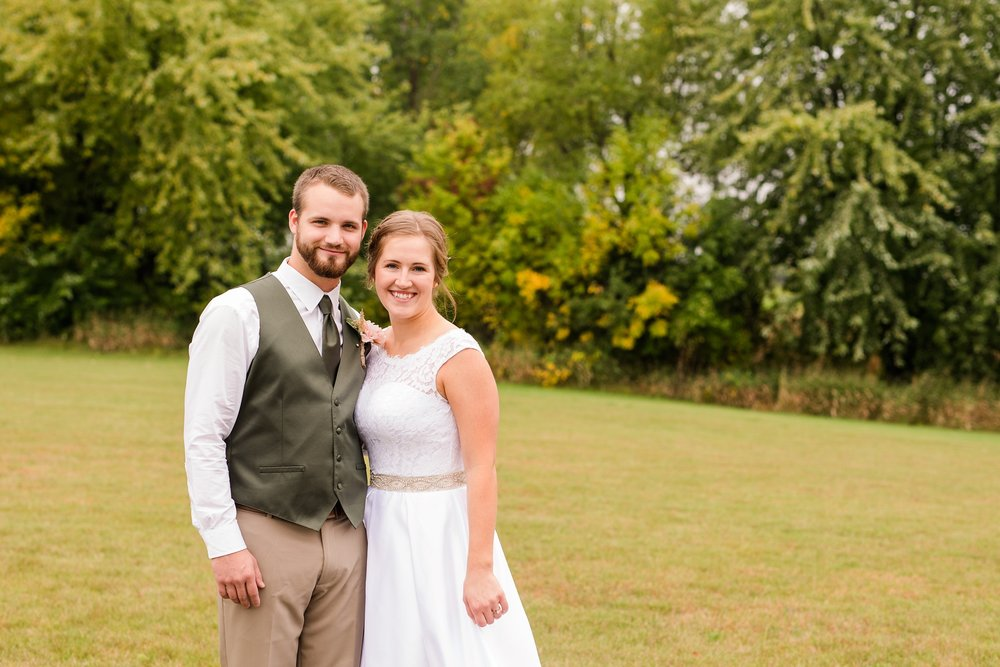 AmberLangerudPhotography_Fall, Barn At Dunvilla Wedding with outdoor ceremony_3293.jpg