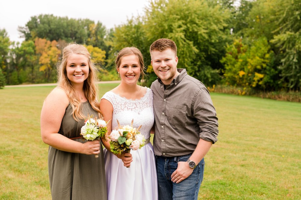 AmberLangerudPhotography_Fall, Barn At Dunvilla Wedding with outdoor ceremony_3326.jpg