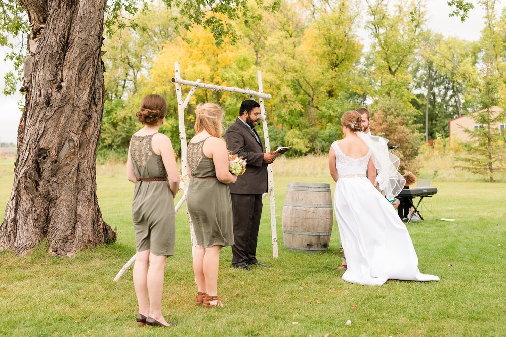 AmberLangerudPhotography_Fall, Barn At Dunvilla Wedding with outdoor ceremony_3339.jpg