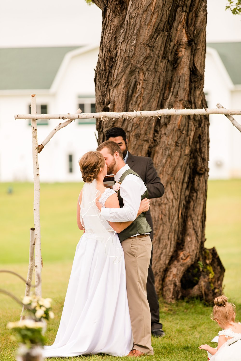 AmberLangerudPhotography_Fall, Barn At Dunvilla Wedding with outdoor ceremony_3347.jpg