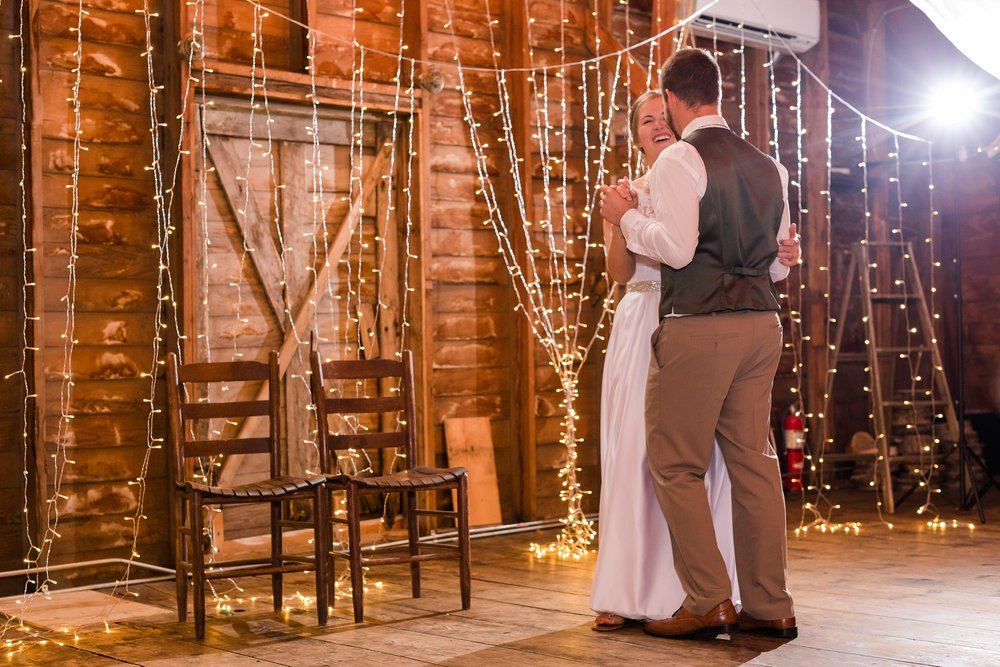 AmberLangerudPhotography_Fall, Barn At Dunvilla Wedding with outdoor ceremony_3366.jpg