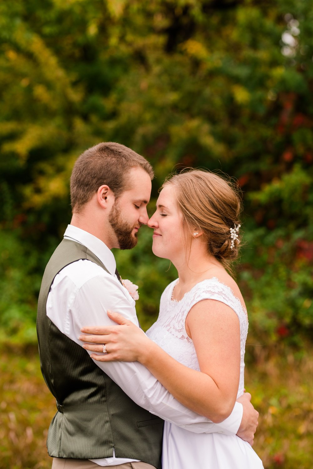 AmberLangerudPhotography_Fall, Barn At Dunvilla Wedding with outdoor ceremony_3372.jpg