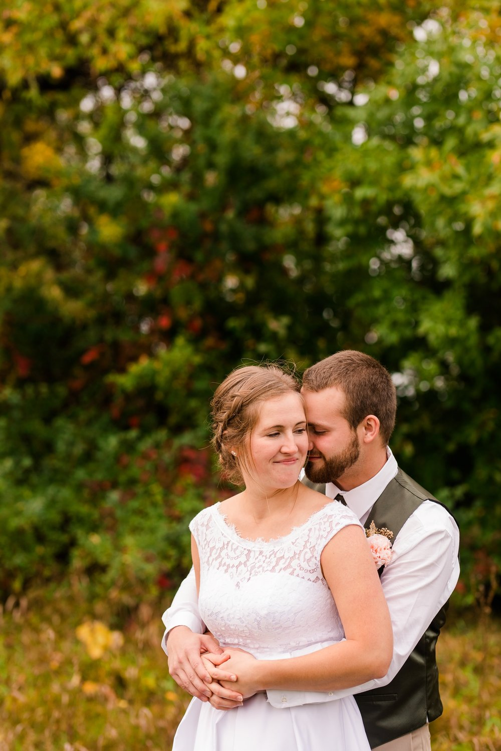 AmberLangerudPhotography_Fall, Barn At Dunvilla Wedding with outdoor ceremony_3378.jpg