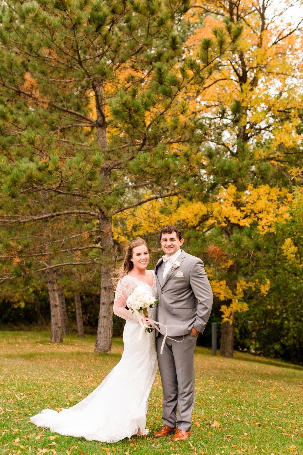AmberLangerudPhotography_Fair Hills Resort Lakeside Wedding in Minnesota_3421.jpg