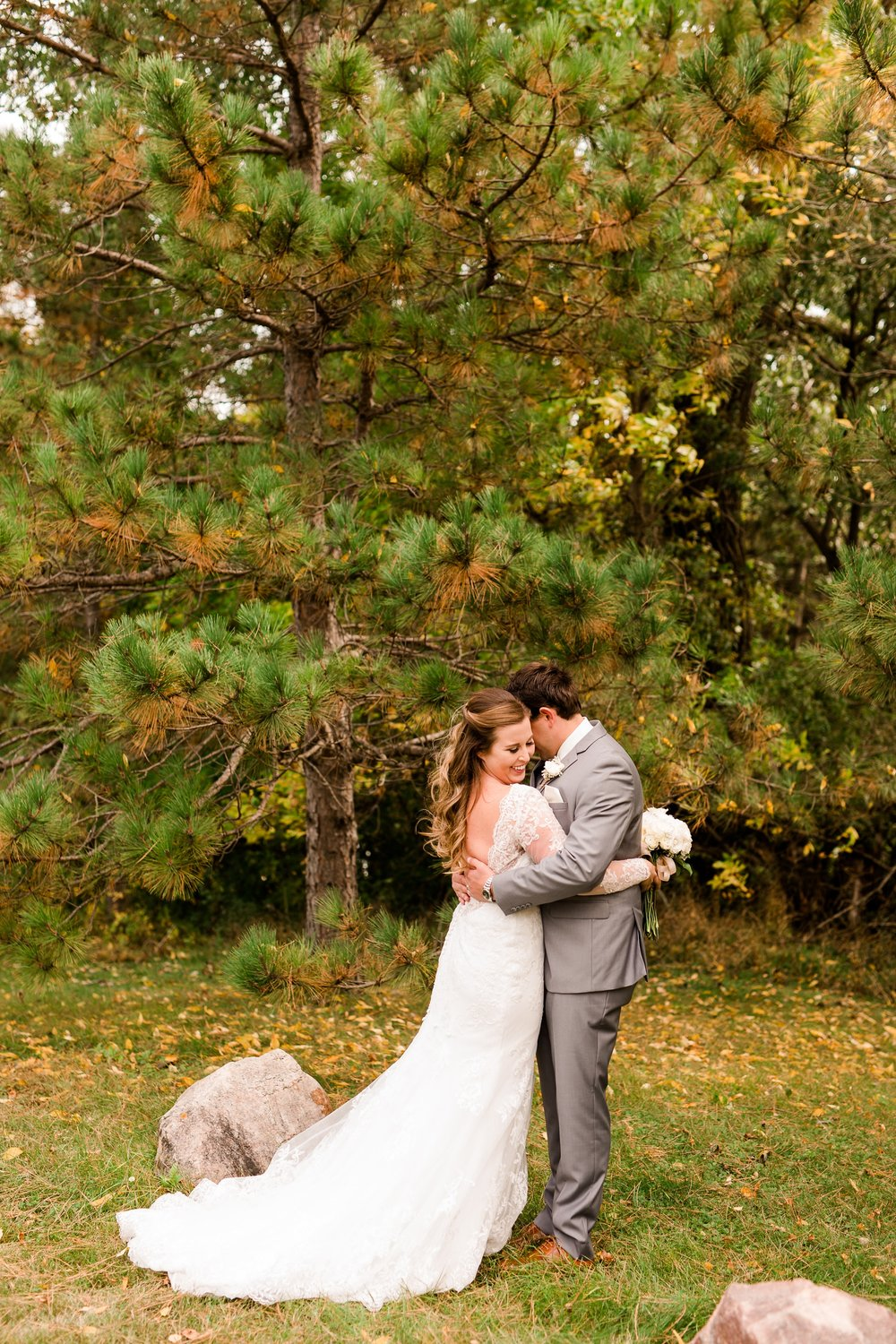AmberLangerudPhotography_Fair Hills Resort Lakeside Wedding in Minnesota_3424.jpg
