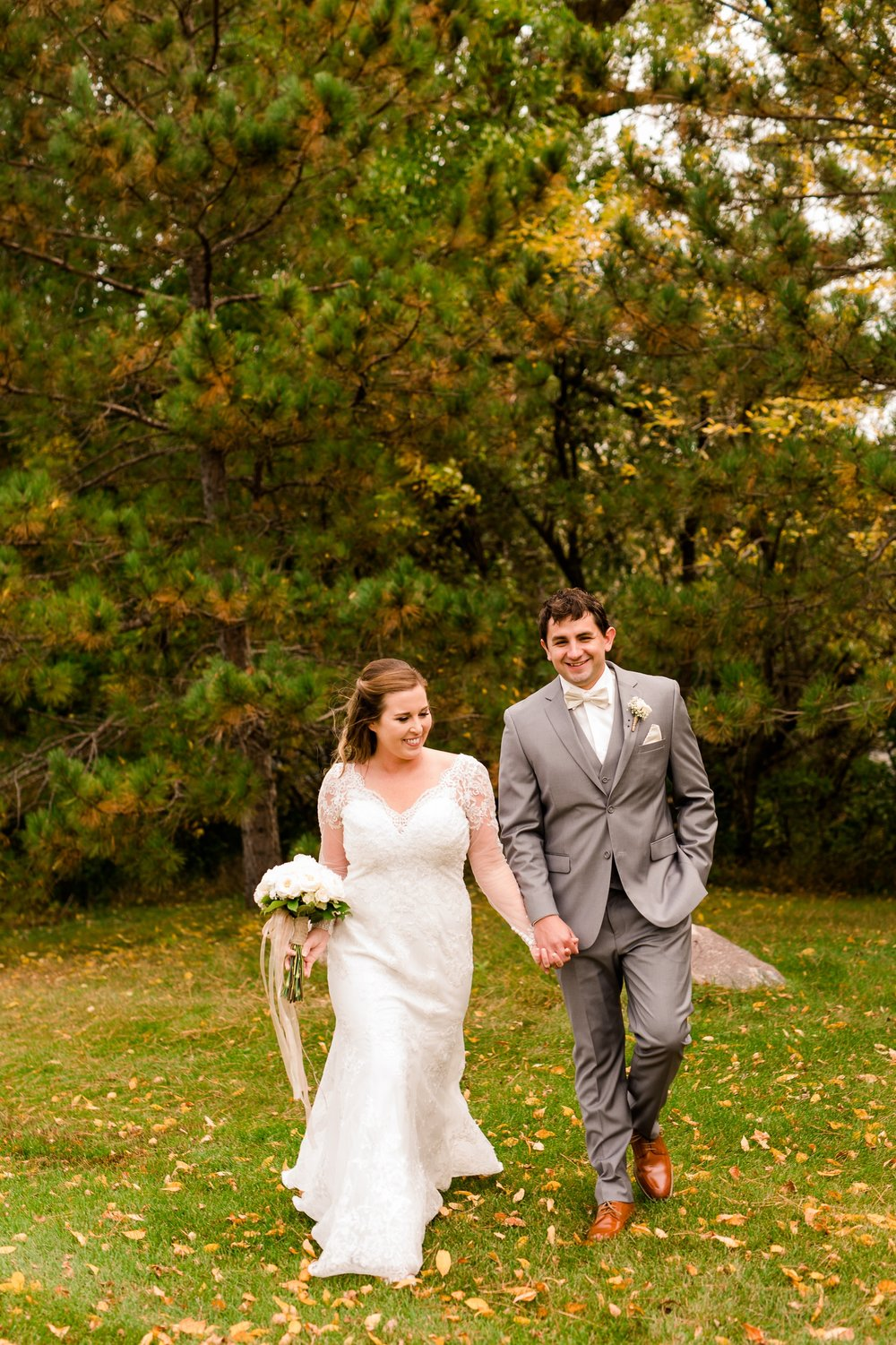 AmberLangerudPhotography_Fair Hills Resort Lakeside Wedding in Minnesota_3426.jpg