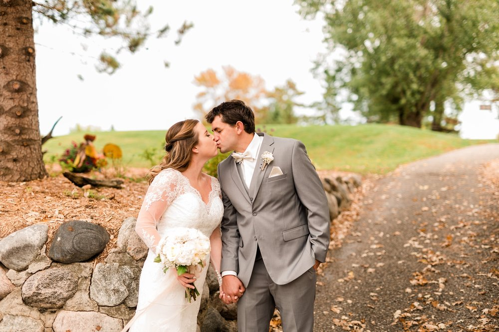 AmberLangerudPhotography_Fair Hills Resort Lakeside Wedding in Minnesota_3427.jpg