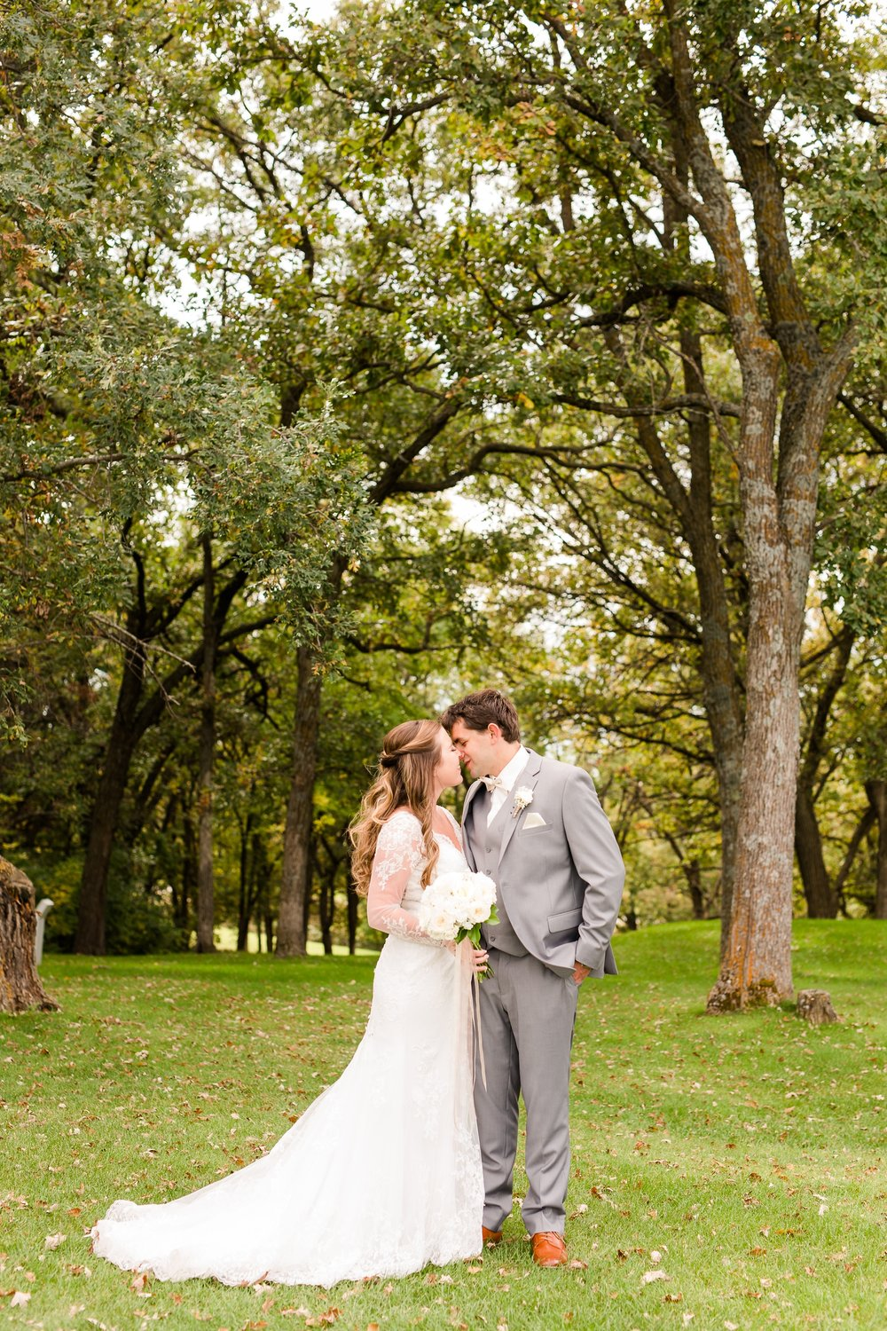 AmberLangerudPhotography_Fair Hills Resort Lakeside Wedding in Minnesota_3434.jpg