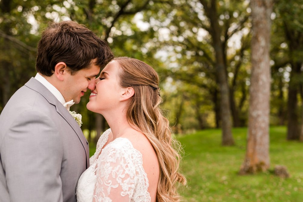 AmberLangerudPhotography_Fair Hills Resort Lakeside Wedding in Minnesota_3439.jpg