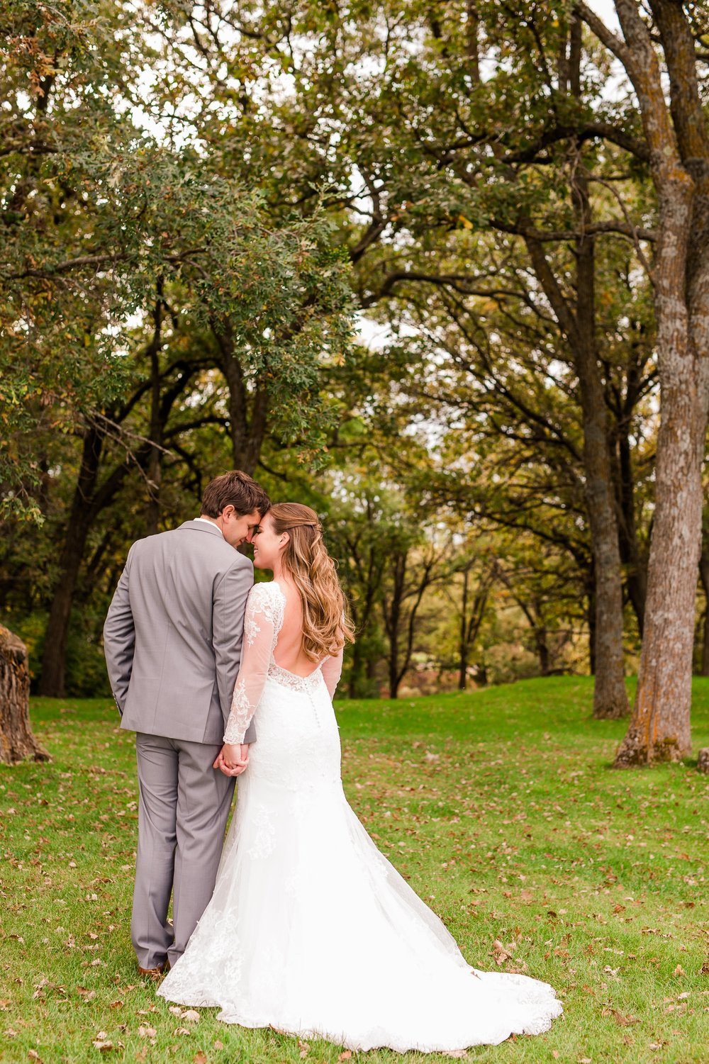 AmberLangerudPhotography_Fair Hills Resort Lakeside Wedding in Minnesota_3440.jpg