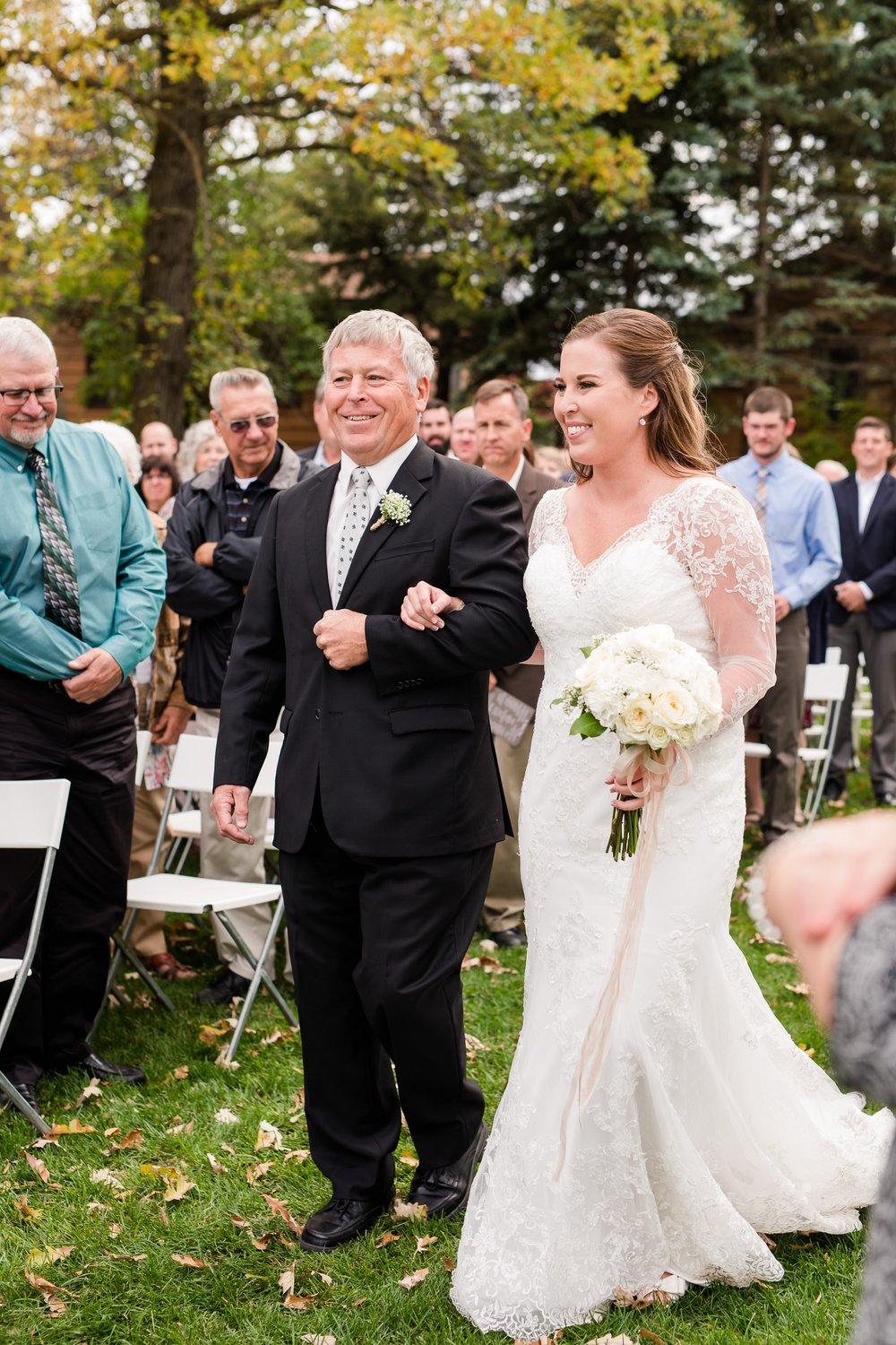 AmberLangerudPhotography_Fair Hills Resort Lakeside Wedding in Minnesota_3460.jpg