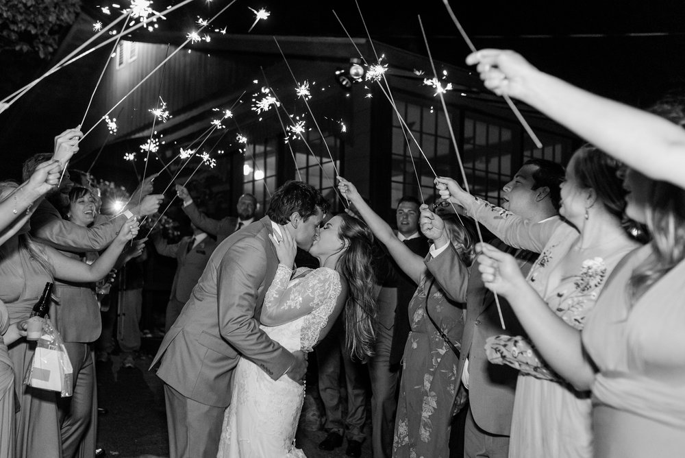 AmberLangerudPhotography_Fair Hills Resort Lakeside Wedding in Minnesota_3490.jpg