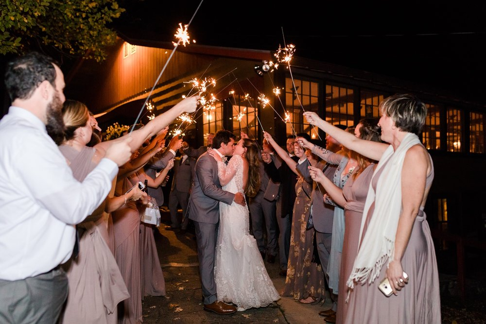 AmberLangerudPhotography_Fair Hills Resort Lakeside Wedding in Minnesota_3491.jpg
