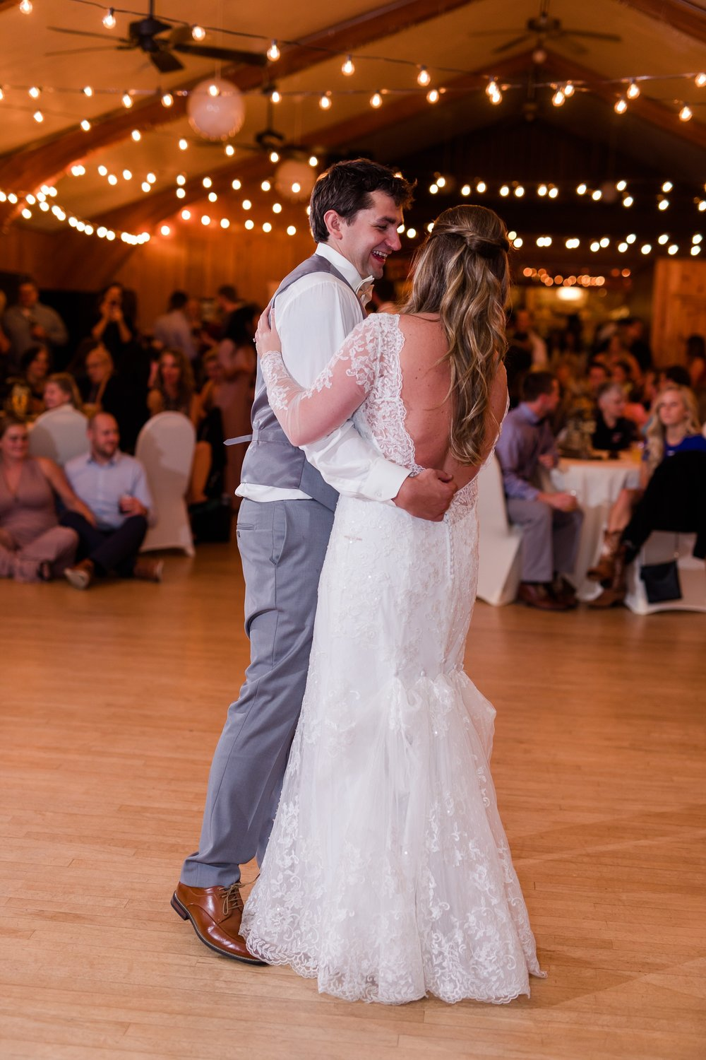 AmberLangerudPhotography_Fair Hills Resort Lakeside Wedding in Minnesota_3495.jpg