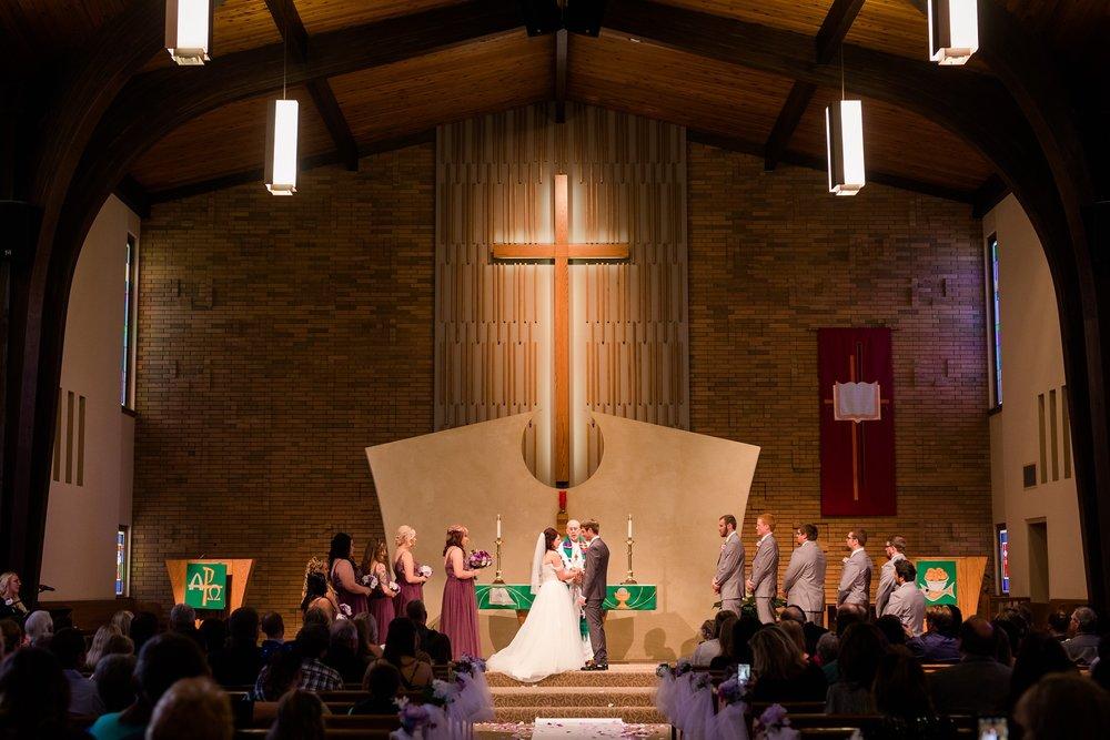 AmberLangerudPhotography_Downtown Fargo, ND Ramada Wedding_3686.jpg