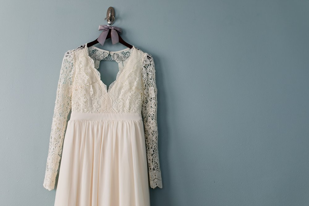 Amber Langerud_Rustic Oaks, MN winter barn wedding_0509.jpg