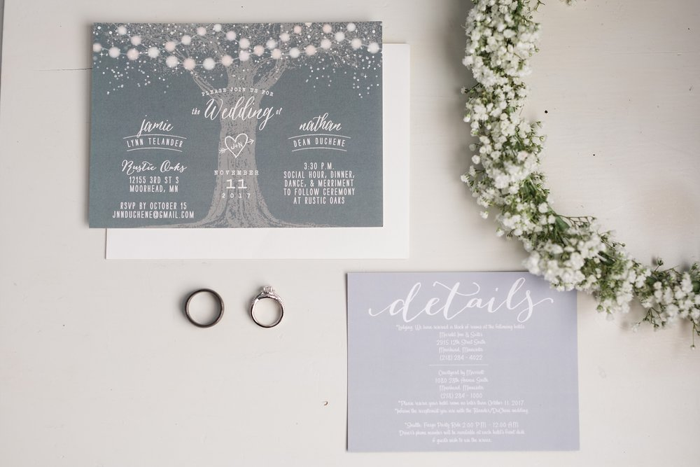 Amber Langerud_Rustic Oaks, MN winter barn wedding_0512.jpg
