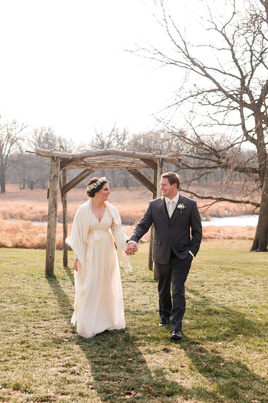 Amber Langerud_Rustic Oaks, MN winter barn wedding_0517.jpg