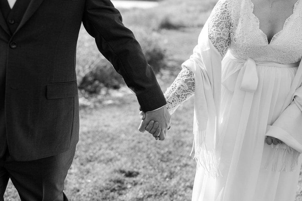 Amber Langerud_Rustic Oaks, MN winter barn wedding_0524.jpg