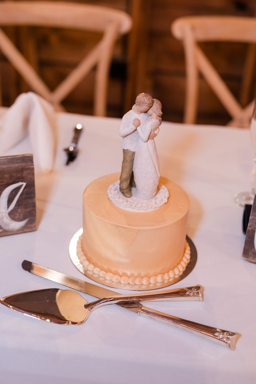 Amber Langerud_Rustic Oaks, MN winter barn wedding_0557.jpg
