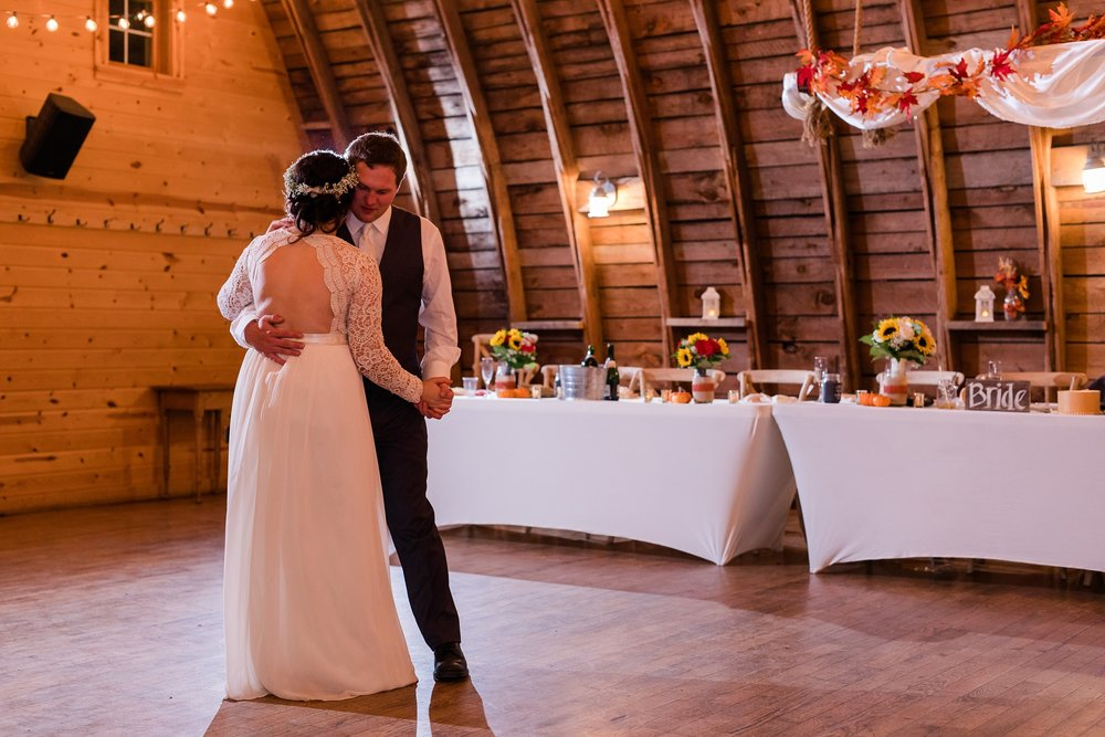Amber Langerud_Rustic Oaks, MN winter barn wedding_0562.jpg