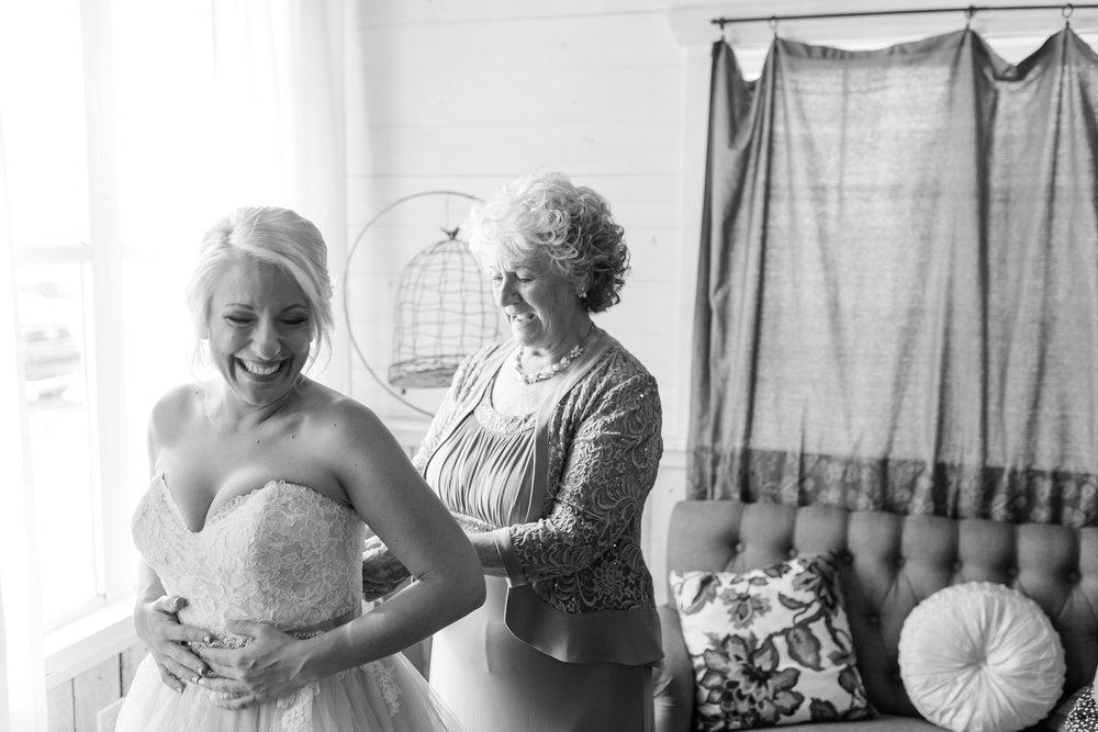 Amber Langerud Photography_Minnesota Barn Wedding_5131.jpg