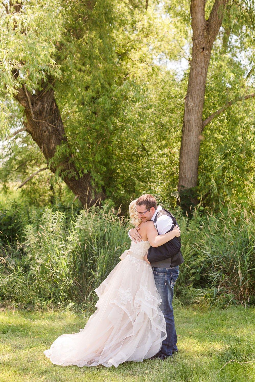 Amber Langerud Photography_Minnesota Barn Wedding_5140.jpg