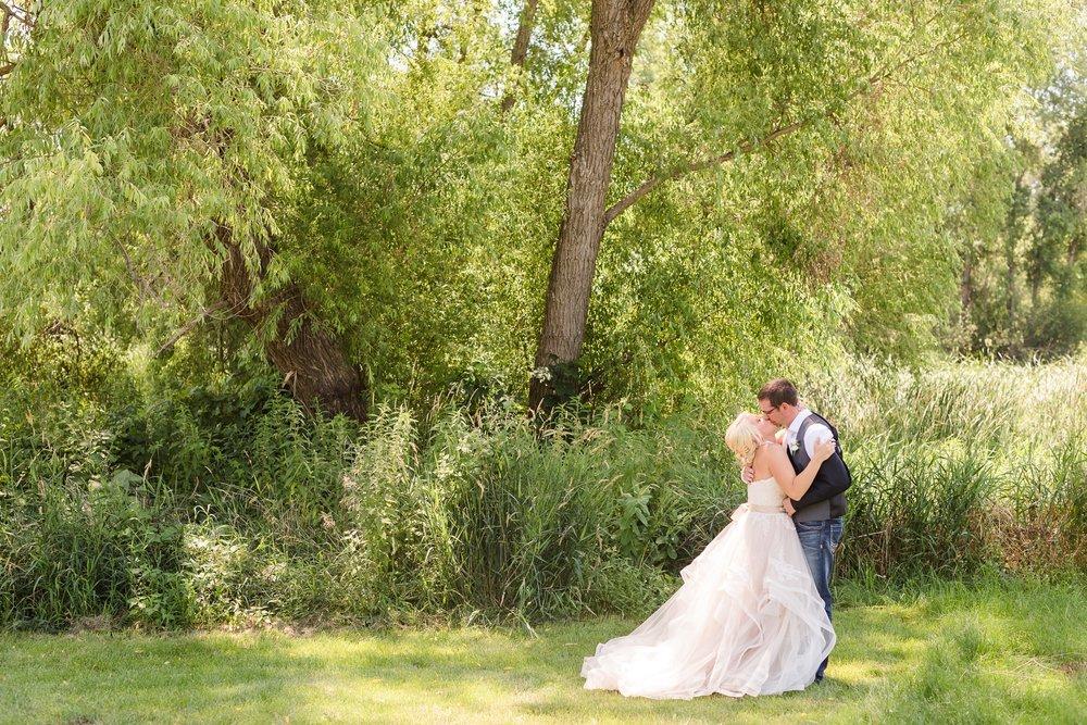 Amber Langerud Photography_Minnesota Barn Wedding_5139.jpg