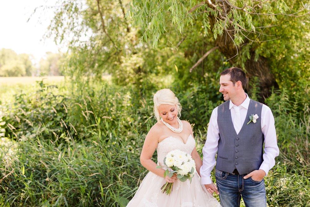 Amber Langerud Photography_Minnesota Barn Wedding_5146.jpg