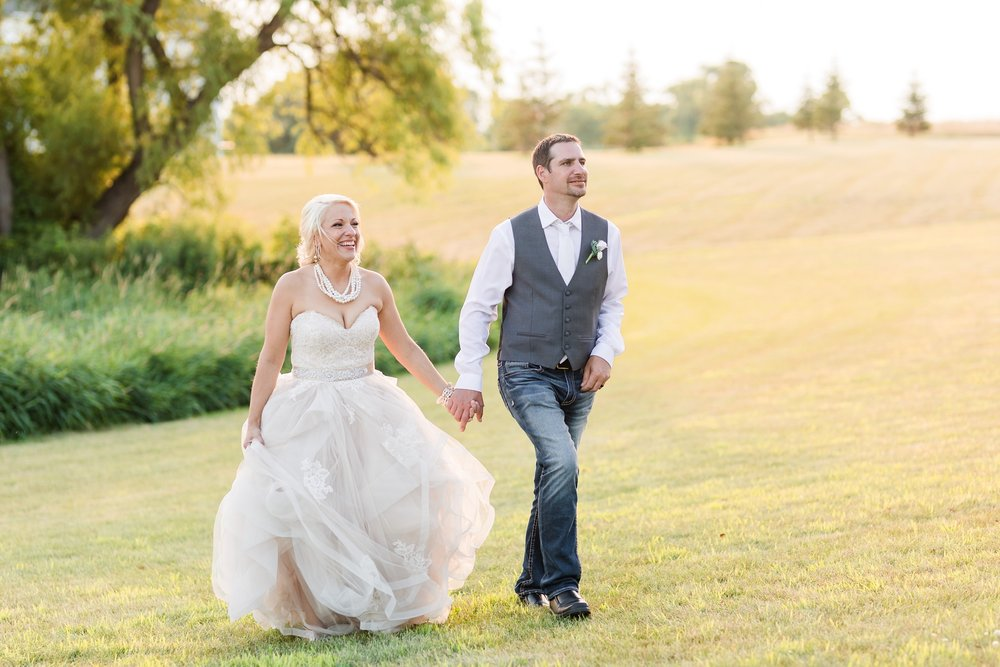 Amber Langerud Photography_Minnesota Barn Wedding_5210.jpg
