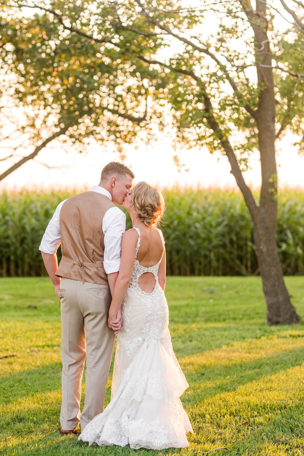 Amber Langerud Photography_Vintage Garden Minnesota Barn Wedding_5402.jpg