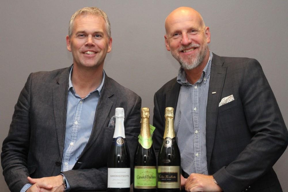 Niklas Steinwall och Niclas Wilhelmsson med Världsmästarchampagnerna