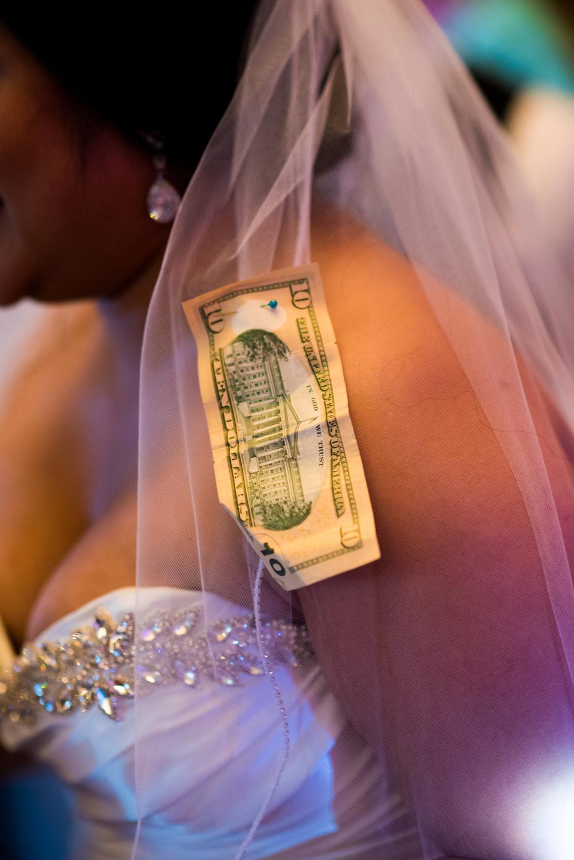 Meridian Valley Country Club Wedding | Money Dance | C2 Photography | Seattle Wedding Planner | New Creations Weddings | Filipino Wedding Planner