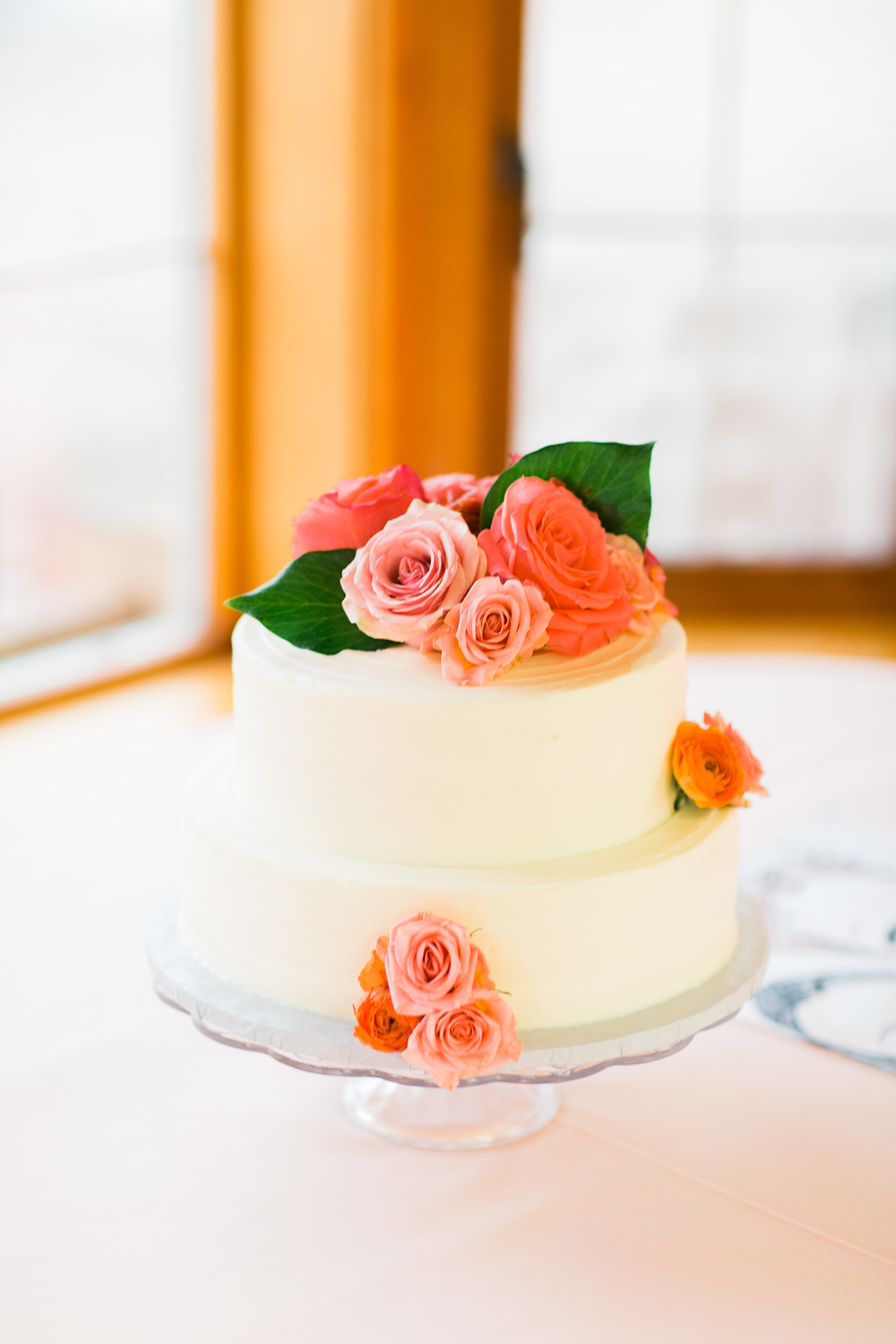 Simple White Wedding Cake | White Cutting Cake | White Wedding Cake with Pink Flowers | Center for Wooden Boats | Asgari Photography | Seattle Wedding Planner | Chinese Wedding Planner