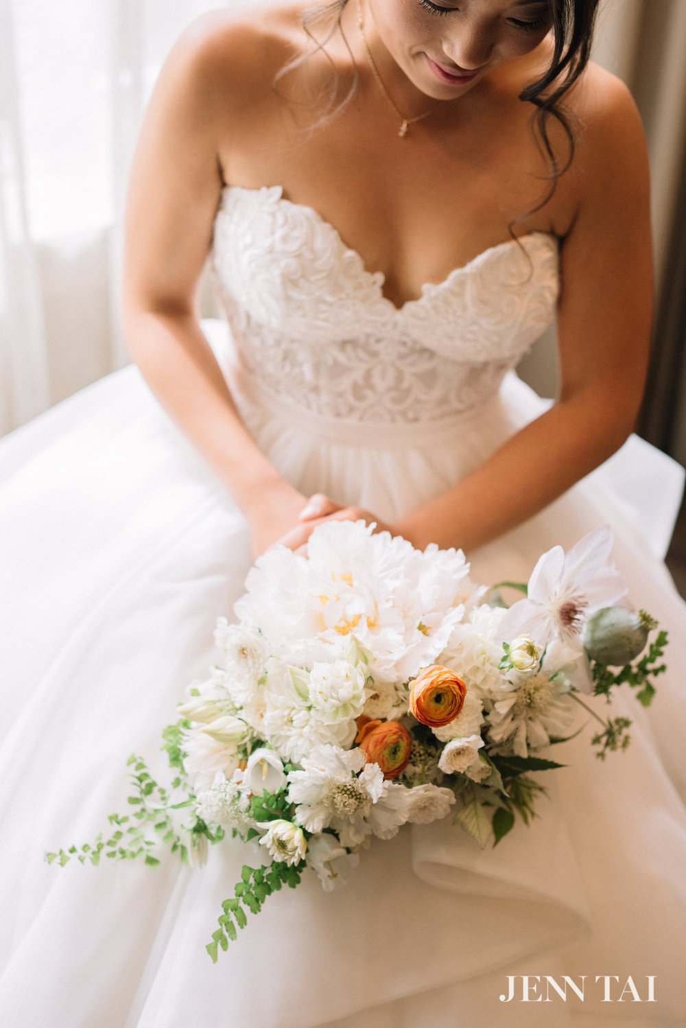 Wedding Gown and Bouquet | Seattle Wedding Planner | Chinese Wedding Planner