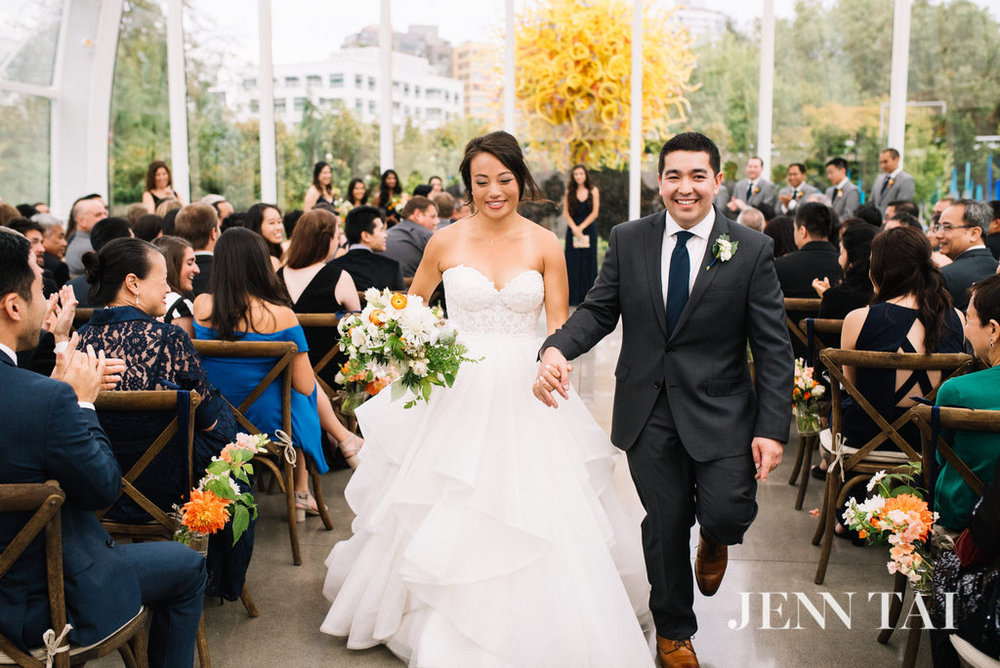 Happy Bride and Groom | Chihuly Wedding Ceremony | Seattle Wedding Planner | Chinese Wedding Planner